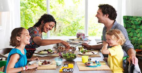tavola cibo persone - famiglia