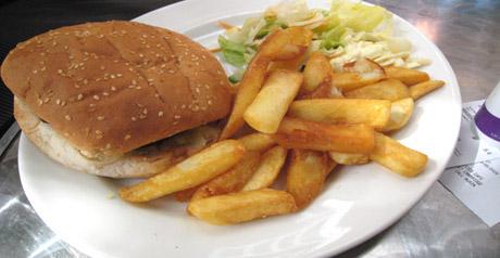 cibo piatto hamburger patatine